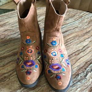 Brown Embroidered Boots Size 8